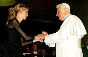 Inma Shara con el Papa